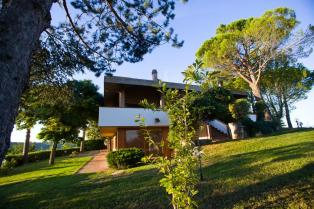 Villa in Pescara with a magnificent panoramic view of the sea and mountains