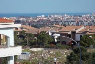 Продается удобная двухуровневая квартира с видом на море. Пескара Читта Сантанжело