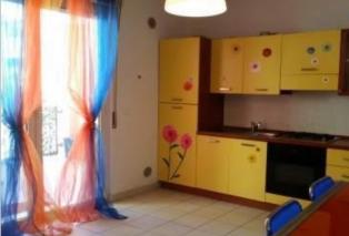 Un appartamento a 80 metri dal mare, in un complesso con piscina