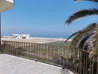 Уникальная двухуровневая квартира с собственным выходом на пляж