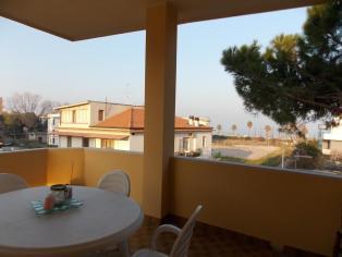 Продается большая квартира в 100 м от моря в монтесильвано, купить квартиру в Италии