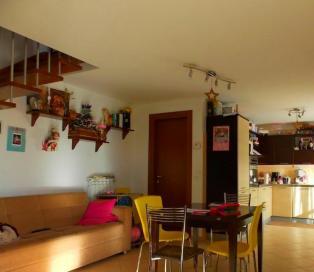 Двухэтажная квартира с садиком в тихом месте г. Монтесильвано.
