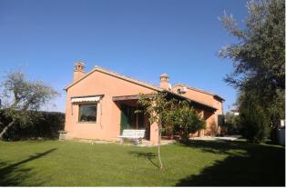 Offer to buy a private house with a garden in Alba Adriatica.