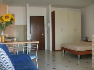 Appartamento con una camera da letto con mobili in complesso con piscina