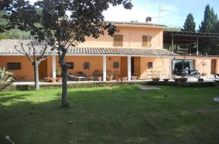 Beautiful house with a garden and an olive grove in the rustic style, 5 km from the sea