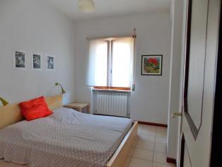 Un piccolo appartamento con una camera da letto a 100 metri dal mare