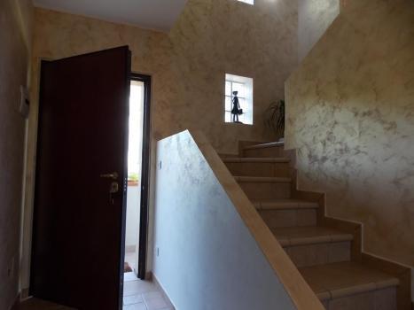 Прихожая и лестница