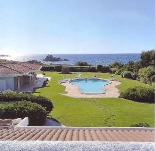 2 complesso di ville con piscina, giardino e accesso privato al mare
