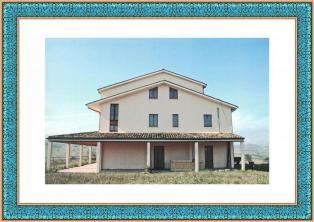 Отличный большой дом с большим участком земли для инвестиций!