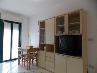Appartamento con due camere da letto nelle complesse unità con piscina, a 100 m dal mare