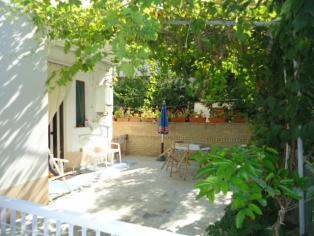 Un appartamento a 250 metri dal mare con giardino