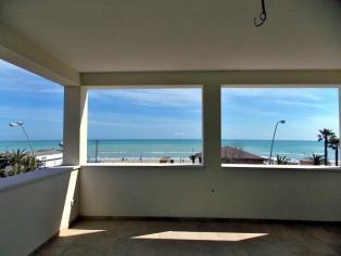 Прекрасная квартира для отдыха на первой линии моря в Италии в регионе Абруццо.