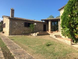 Прекрасный дом с бассейном  в оливковой роще в стиле рустико