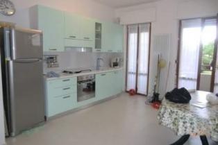 Светлая 3-комнатная квартира на море в курортном городке в Италии