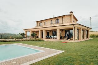 Villa with pool overlooking the Adriatic and Mount Maiella